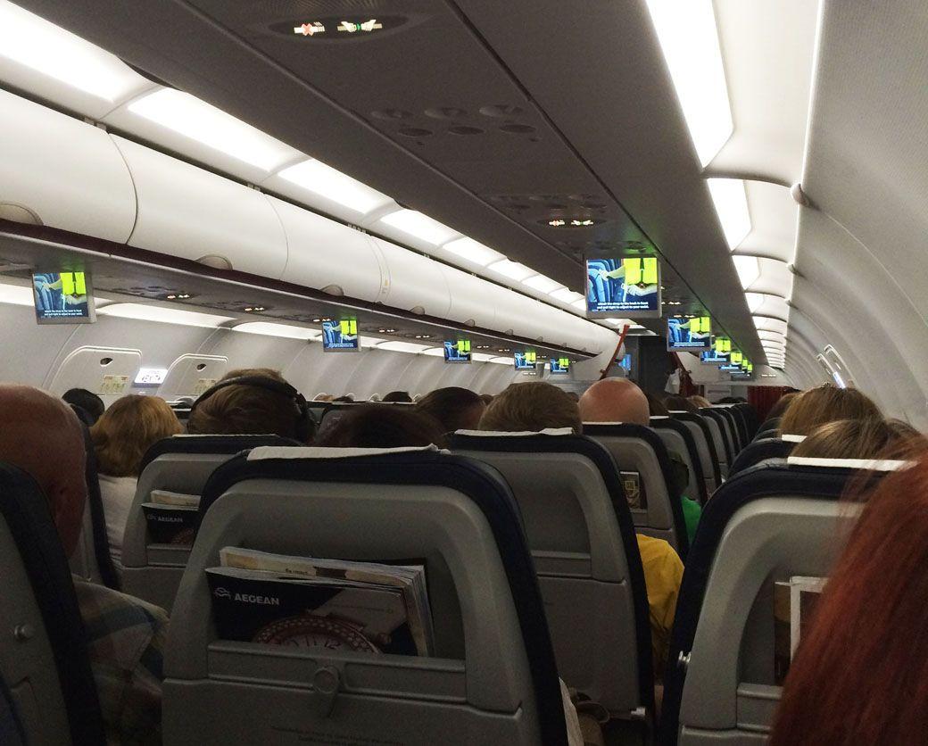 салон самолета Aegenair