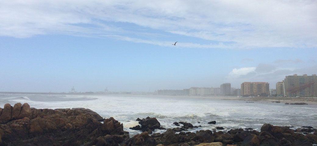 Морской порт и пляж около Порту