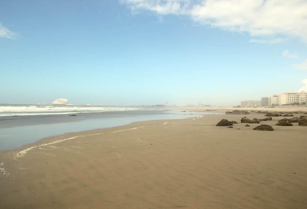 Пляж в Португалии в окрестностях Порту