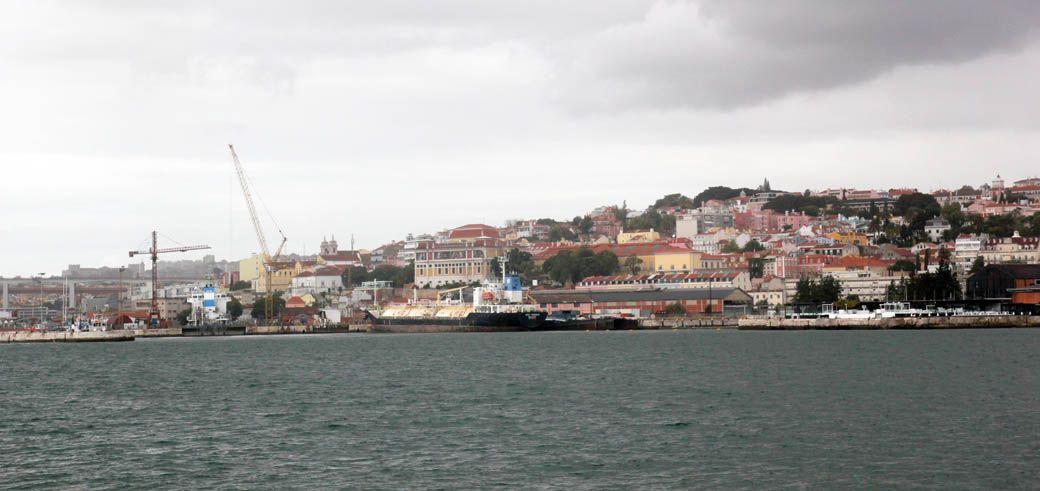 вид на Лиссабон с речного трамвая