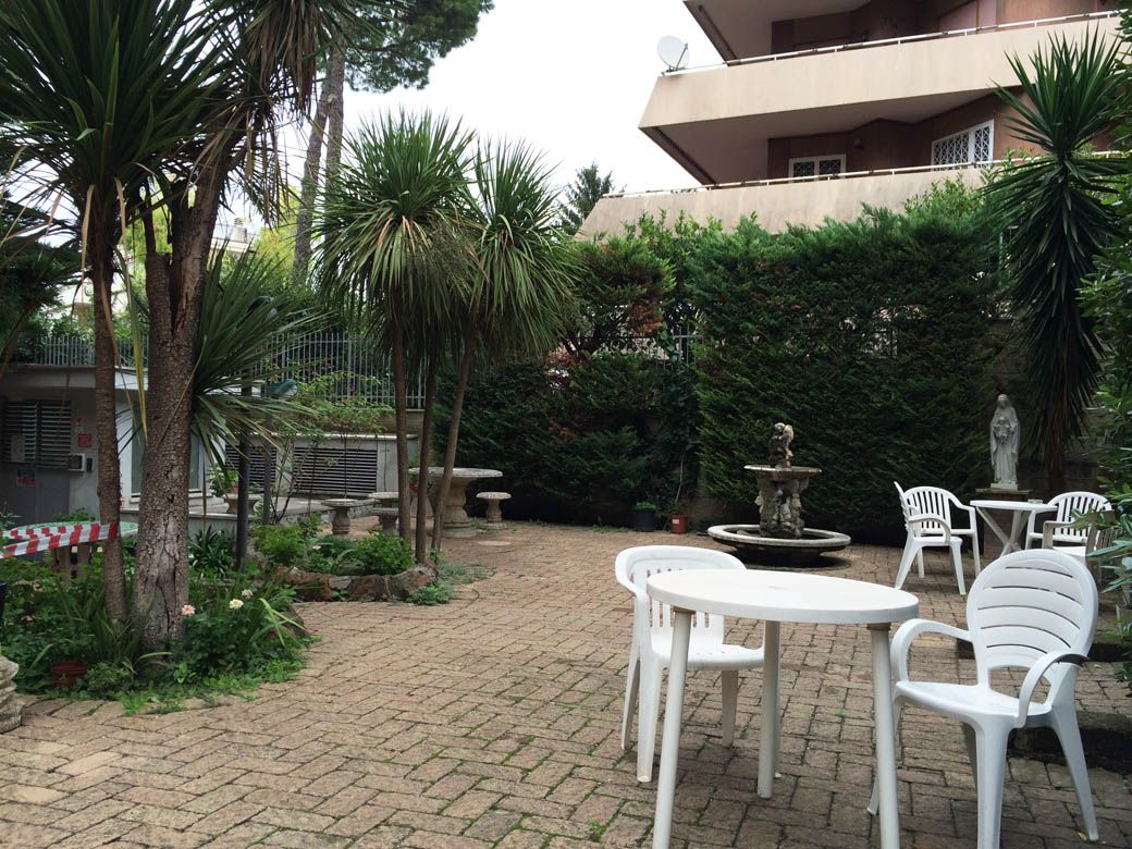 Двор в отеле Villa Letizia - Casa Religiosa