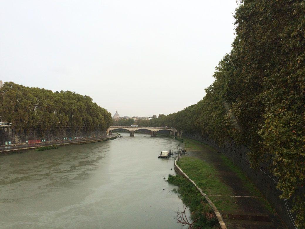 Вид на Ватикан с моста Ангелов
