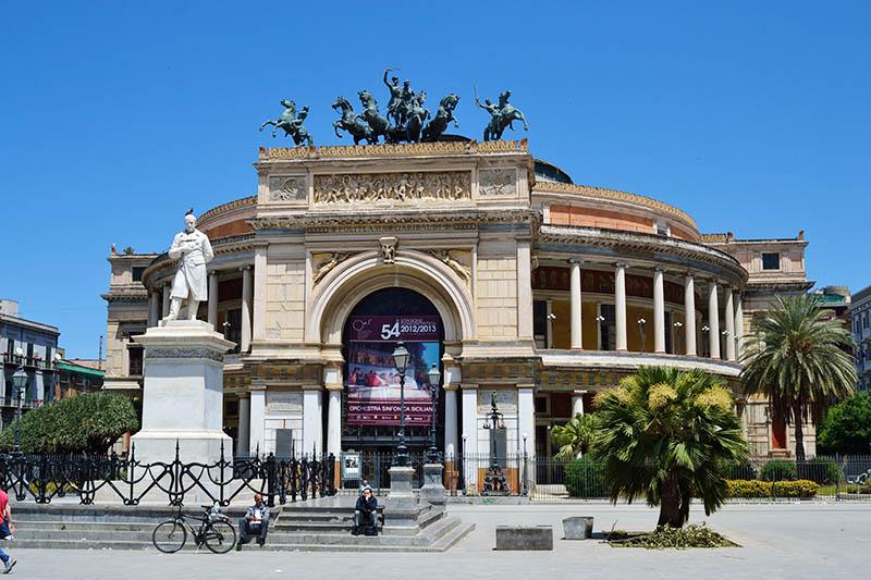Театр Политеама