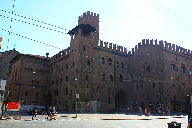 Палаццо Рэ Энцо (Palazzo Re Enzo)