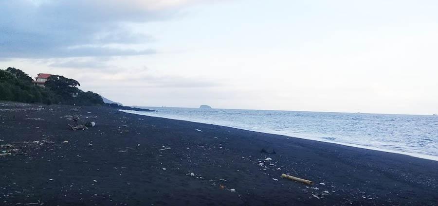 Mimba Black Beach