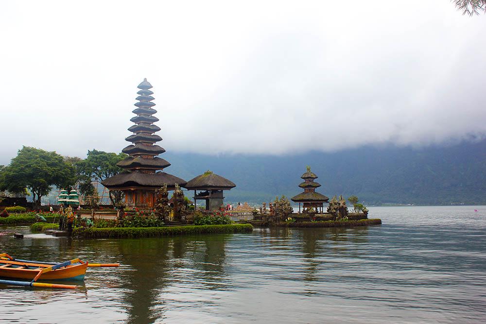 Озеро Братан и храм Улун Дану